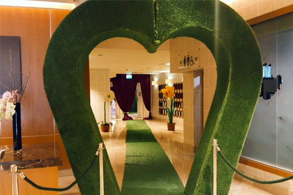 Grass Topiary Heart Archway / Alice in Wonderland